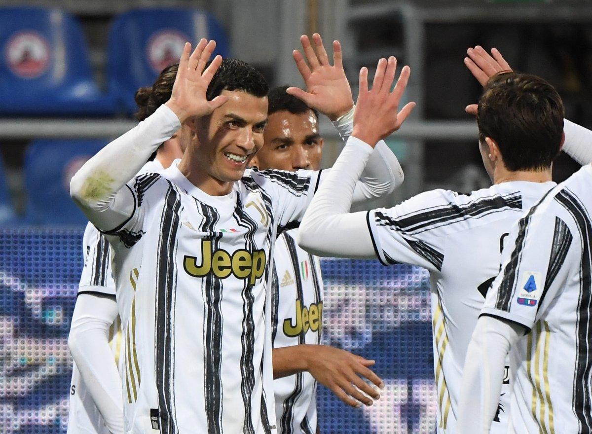 Cristiano Ronaldo, Cagliari yi tek başına yıktı #2