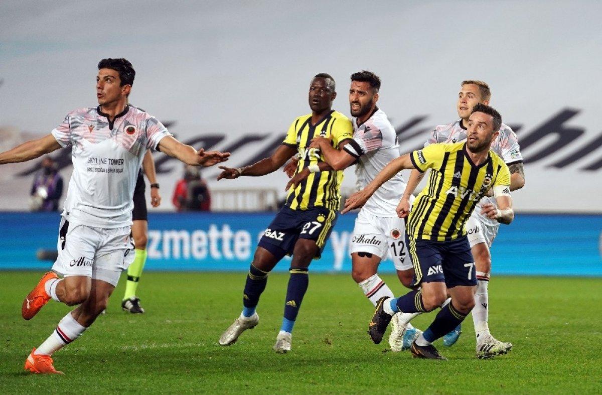 Fenerbahçe de Gökhan Gönül sakatlandı #1