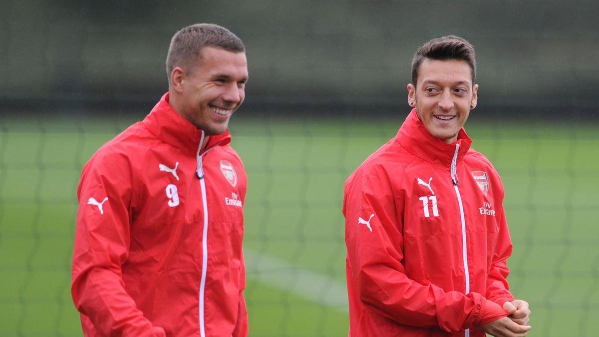 Lukas Podolski: Mesut Özil e saygı göstermediler #1