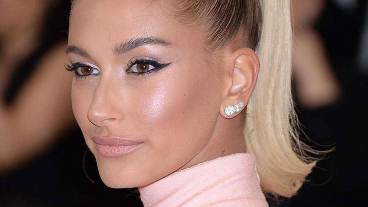 3. Çok fazla eyeliner sürmek