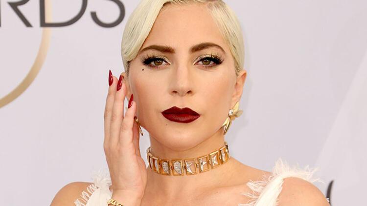 9. Sıcak tene gümüş veya soğuk tene bronz göz makyajı uygulamak