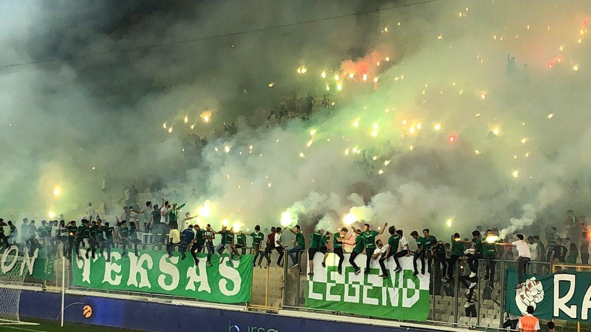 Bursaspor taraftarı yönetimi istifaya davet etti